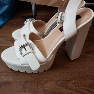 WildDiva White platform heels